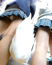 【FHD 顔モザなし】青のチェック柄スカートとミニスカJK ~JK2人組の白Pダブルパンチラ~