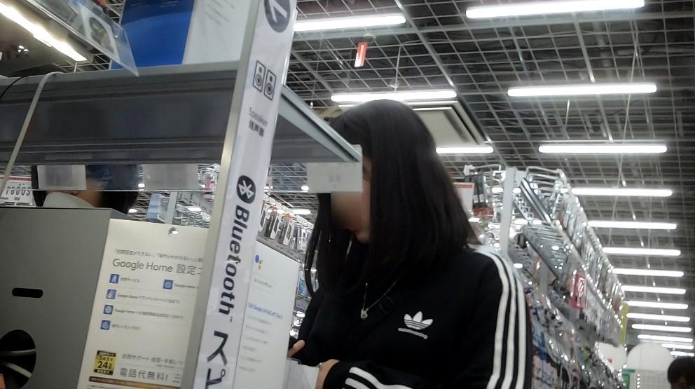 アディダスジャージの美少女JKのパンチラ盗撮エロ画像