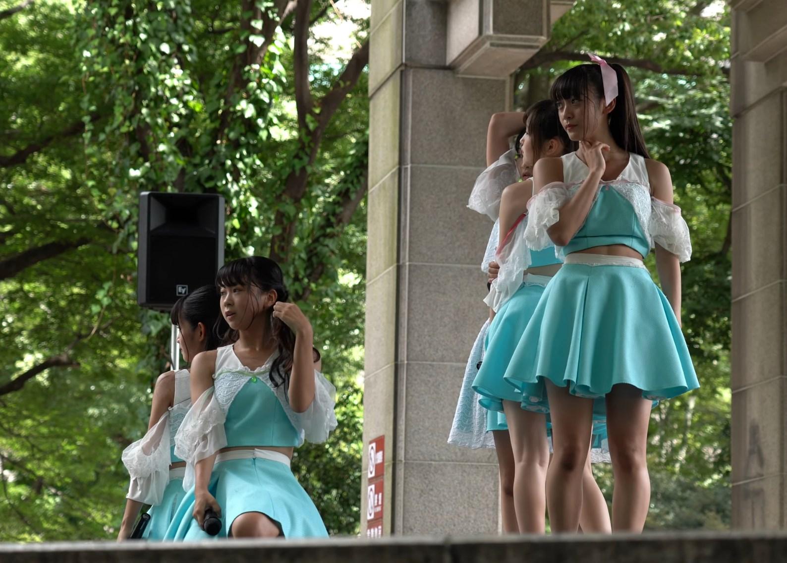 激カワアイドルグループをローアングルで撮影