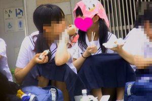 部活終わりの美少女中学生の縞々パンチラ