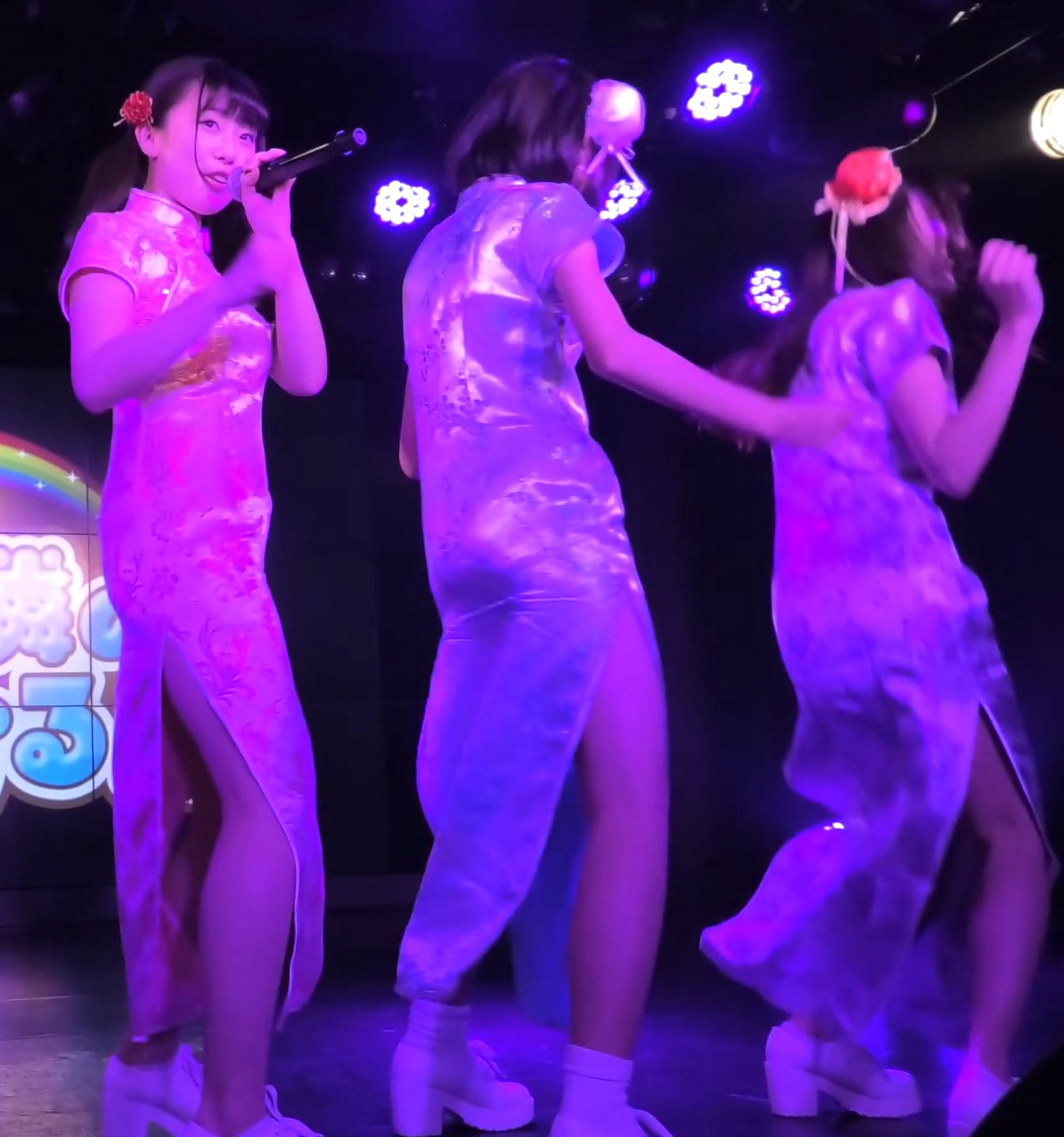 スリットがエロいチャイナドレスでイベントに登場した現役女子高生地下アイドル
