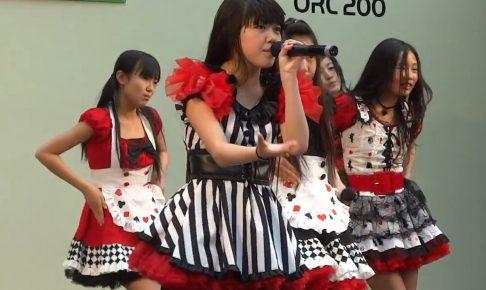 美少女小学生アイドルのハイキックパンチラ