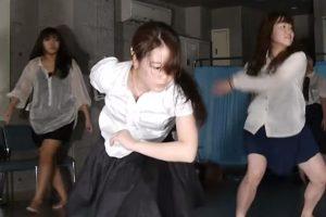 JKダンス部の練習シーンでレギンスからパンツが透ける事故