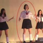 文化祭の発表ステージで生パンチラを披露してしまう制服JK