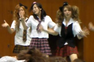 高校の学園祭でギャルJKのパンチラ