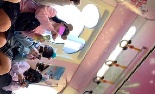 #36 夢の国@激カワ赤リップJKの白サテンP &夢の国専用電車にて。