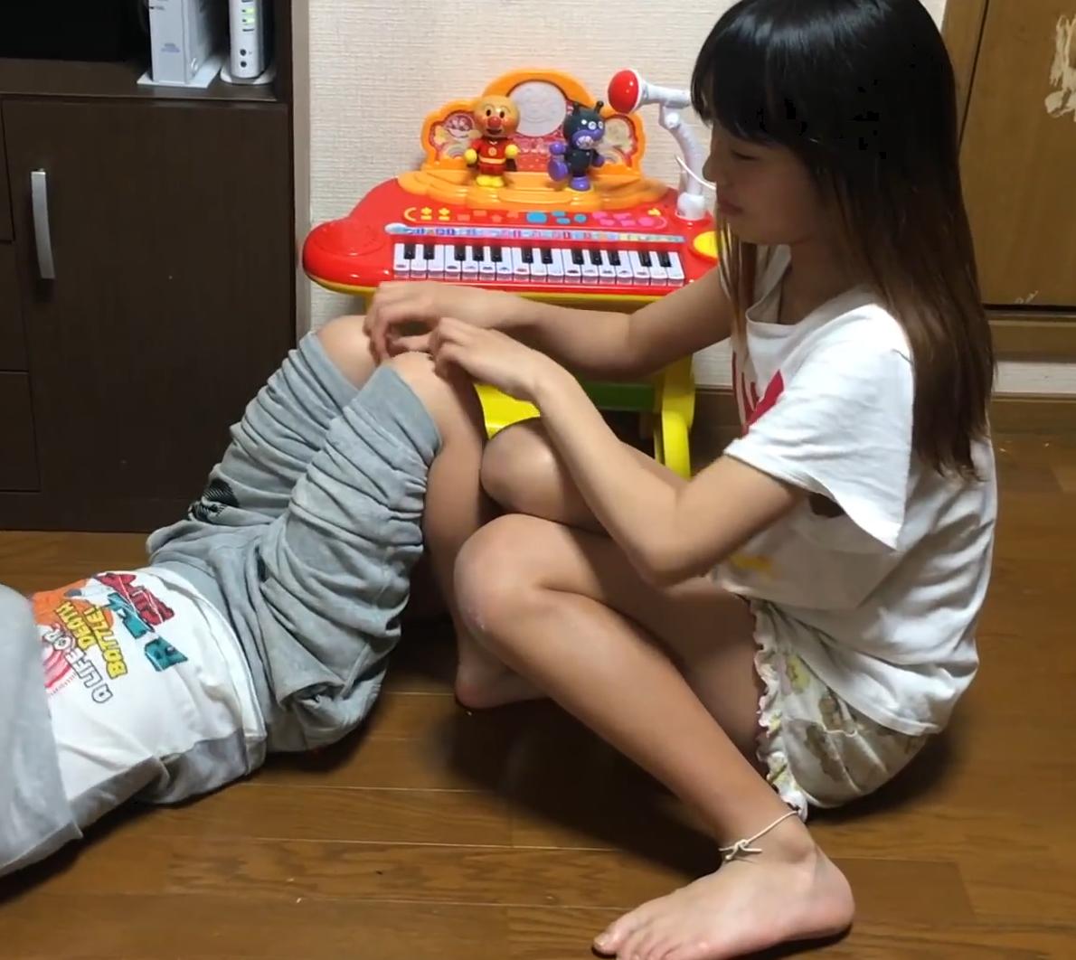 若い娘がひたすらくすぐりあっているだけの動画ですwww