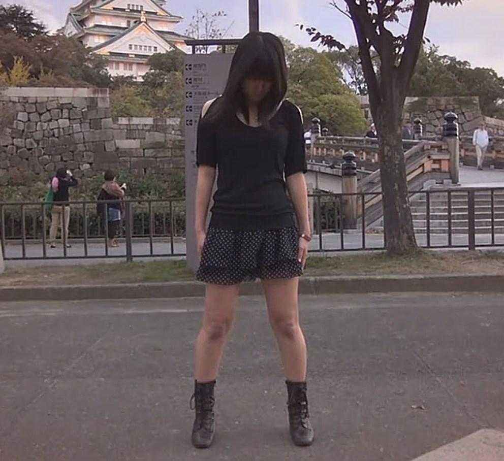 自分からスカートをめくり上げてサービスしてくれる女の子の踊ってみた動画がエロいwww