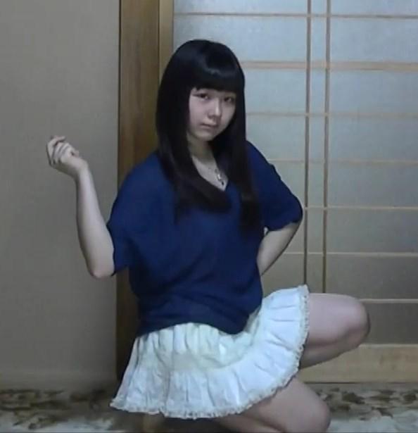 丸顔童顔JKが透け透けニットのシャツ1枚で踊ってみた結果ww