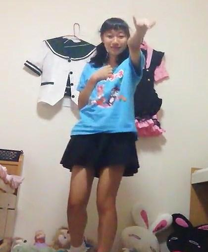 クッピーラムネのTシャツが可愛いJCがバタフライ・グラフィティを踊ってみた動画