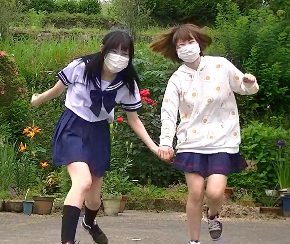 セーラー服JKが従妹と一緒にテレカクシ思春期踊ってみた動画です
