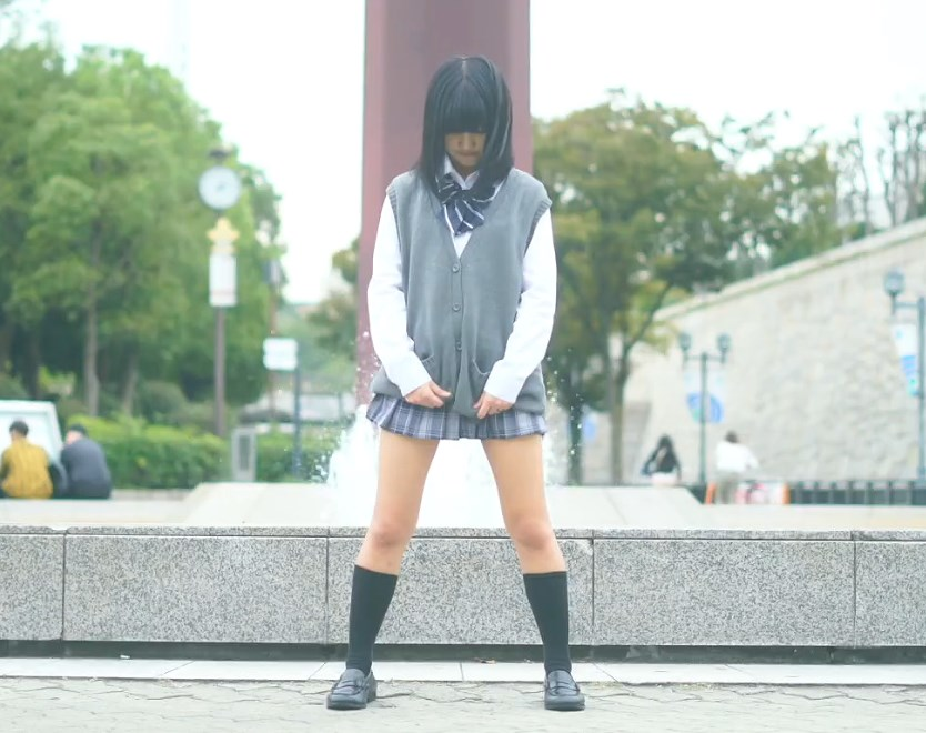 女YoutuberがJK制服ダボダボカーディガンで踊ってみた動画です