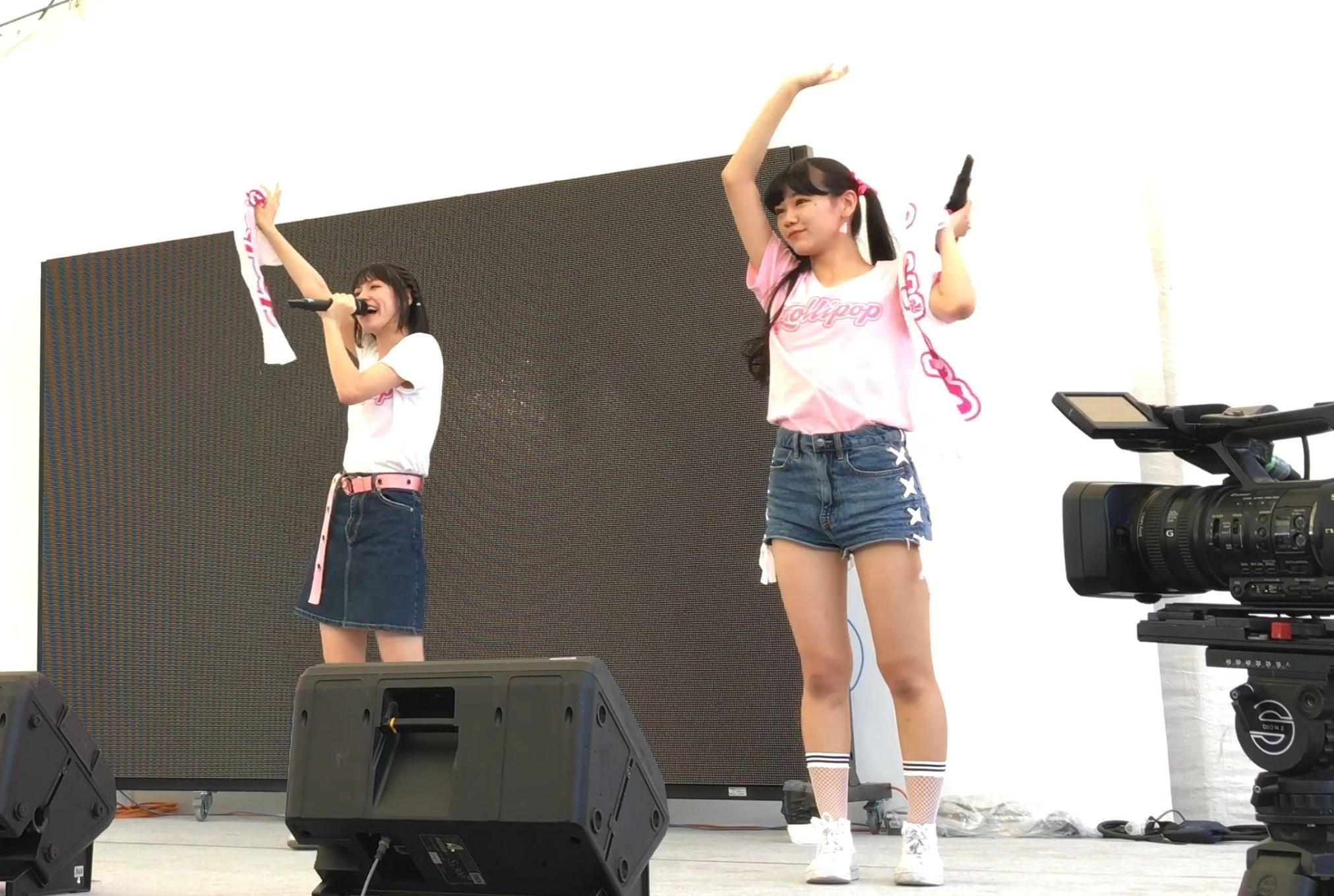 沖縄のティーンズモデル4人組のアイドルグループがデニムショーパンで元気いっぱいのパフォーマンスを披露!