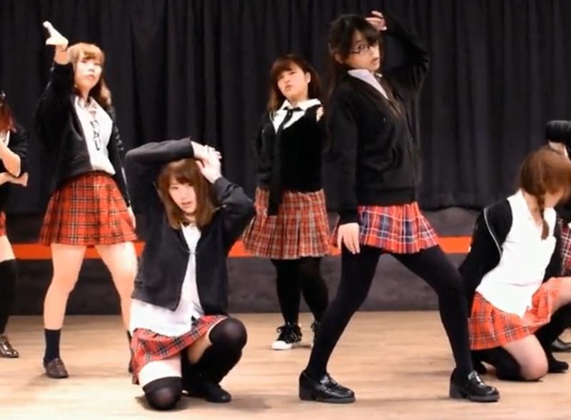 AKB48のBeginnerに合わせて踊ってみたで豪快にハイキックパンチラ!
