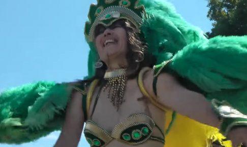 サンバカーニバルでカパカパブラから乳首ポロリしまくりのお姉さんを発見ww