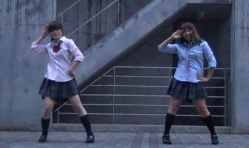 スカート押さえてても結局パンチラしてしまう2人組踊り手さんwww