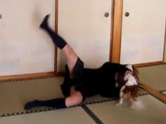 制服JK踊り手さん、ハッピーシンセサイザNG集でずっこけパンチラ