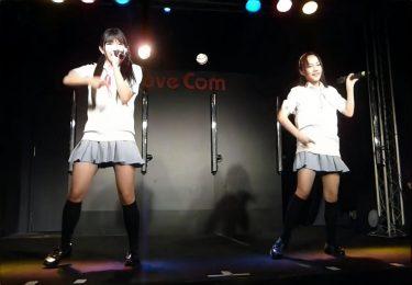 """制服衣装の地下アイドルさん、ライブハウスのステージで """"3回"""" もハイキックパンチラを披露"""