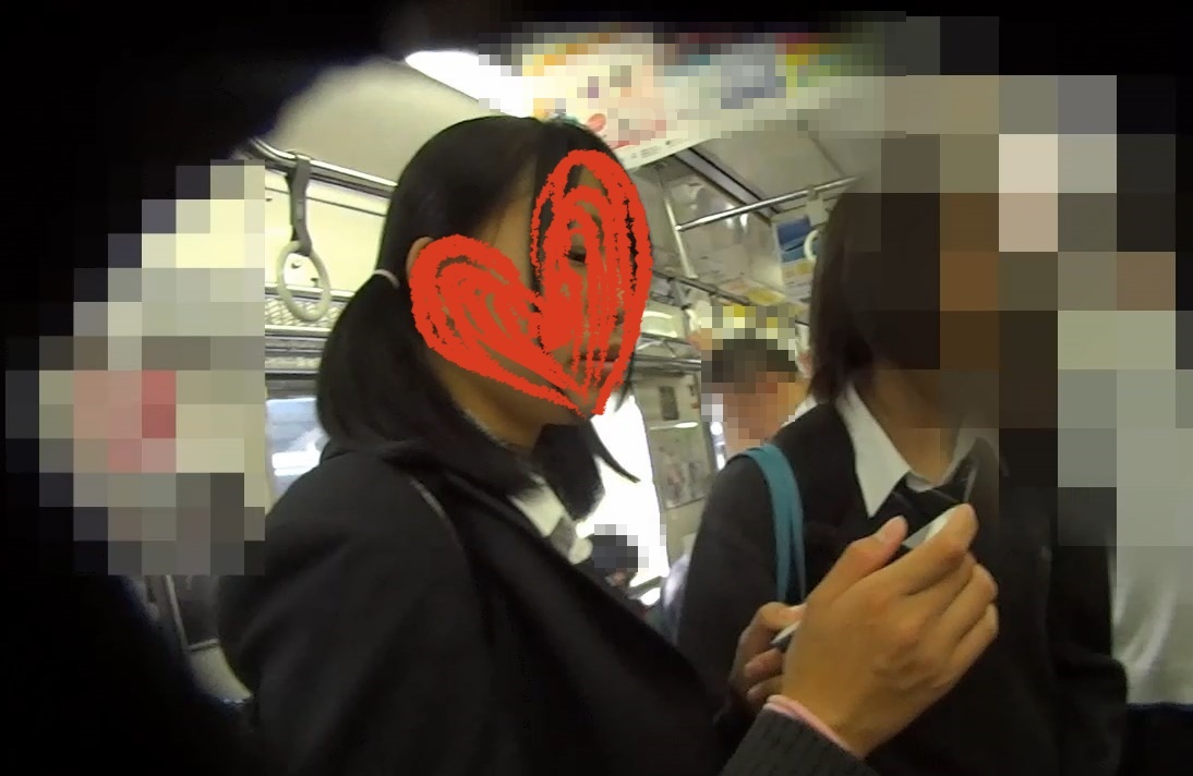 owari0022:電車で下校中の制服 Kawaii 2名を逆さ撮り