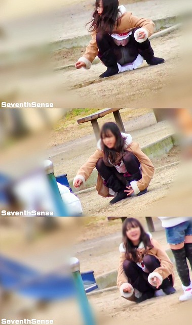 SeventhSense:【公園シリーズ001】 黒タイツで大開脚の美少女