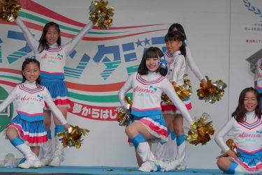 【YouTube】JSCチアチーム、発表会ステージのハイキック演技でハミパンしまくる