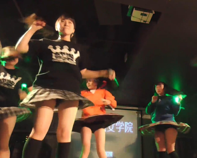 逆さ撮りレベルのご当地アイドルのローアンライブ映像、正直エロ目線でしか見れないwww(動画3本)