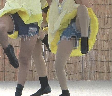 CUTEなダンスチームのデニムショーパンの隙間からタイツ越しパンチラを激写した静止画174枚(おっかけ人:m45)