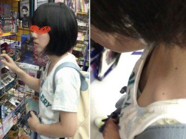 【胸チラ盗撮】ブラを付ける必要がない膨らみかけ美少女3名のシャツの胸元を覗き込んでみた結果・・・(パイン05)