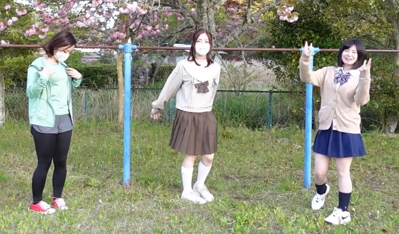 【動画】制服系YouTuberさん、鉄棒逆上がりパンチラでシコらせにくるwwwww