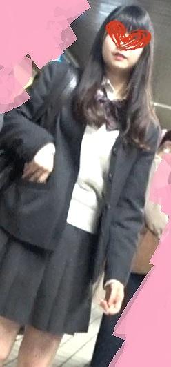 下校中のSランク美少女JKの縞パンを駅のホームで逆さ撮り盗撮(エロスの解明者ペニス:うんこんう)