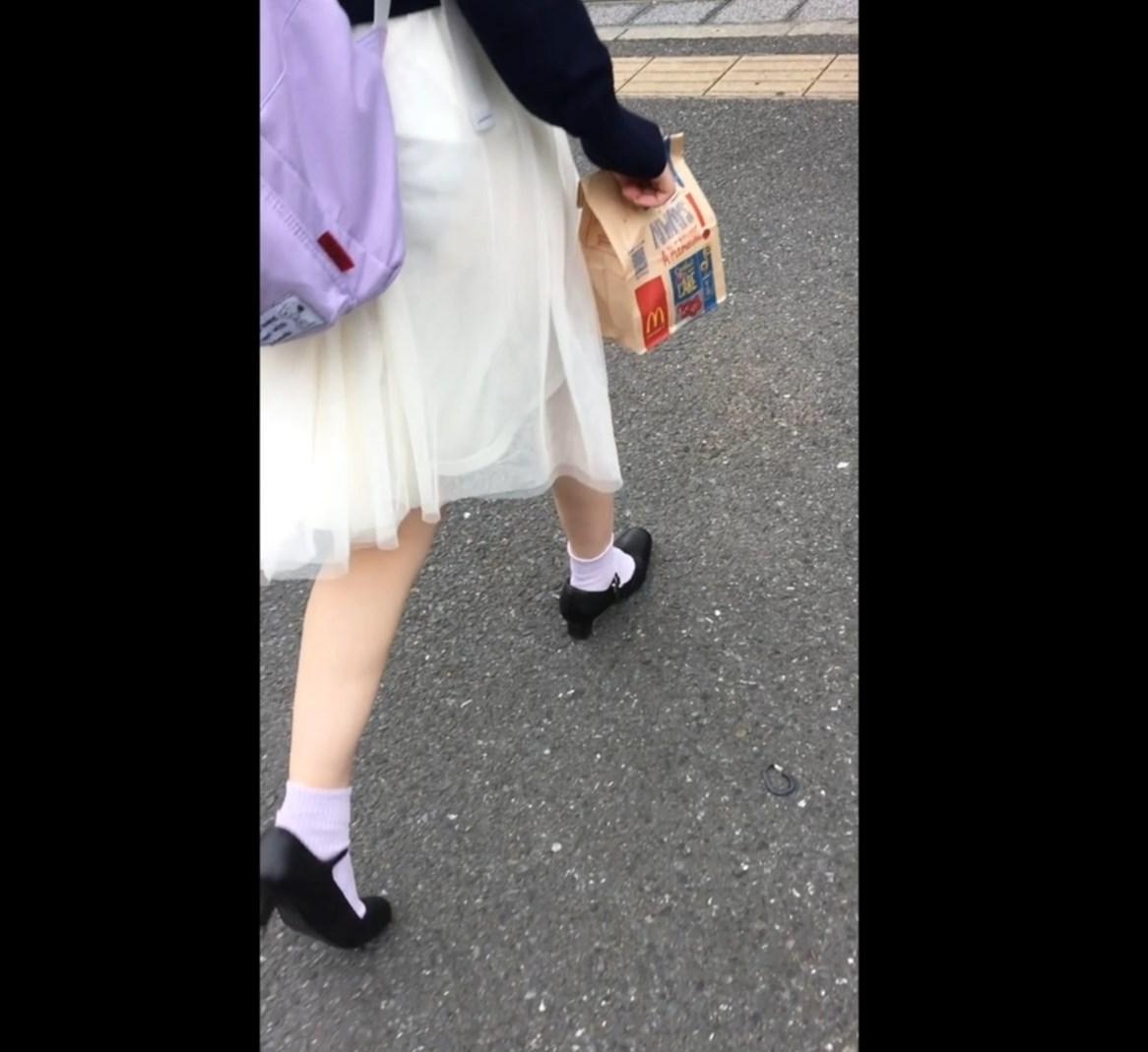 坂系JDちゃん、スカート裏地がずり上ってパンツが透け透け状態に!画像つき詳細レビュー