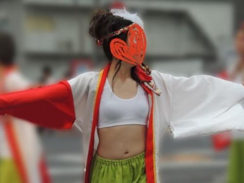お祭りイベントで胸を強調した衣装の童顔&巨乳のJK踊り子の透けブラ動画&静止画(LOVE☆2代目:再発見!K踊り)