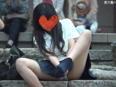 そこら辺に座り込んだ放課後の制服JK(美少女)の座りパンチラ3人分(五つ星パンティ:JKの白パンティ★3人の制服少女!初公開)