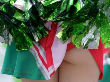 再度のピンスコCUTEチアダンス!ボンボンに引っ掛かったスカートがめくれてしまって...(はんだちなおき:チア117)