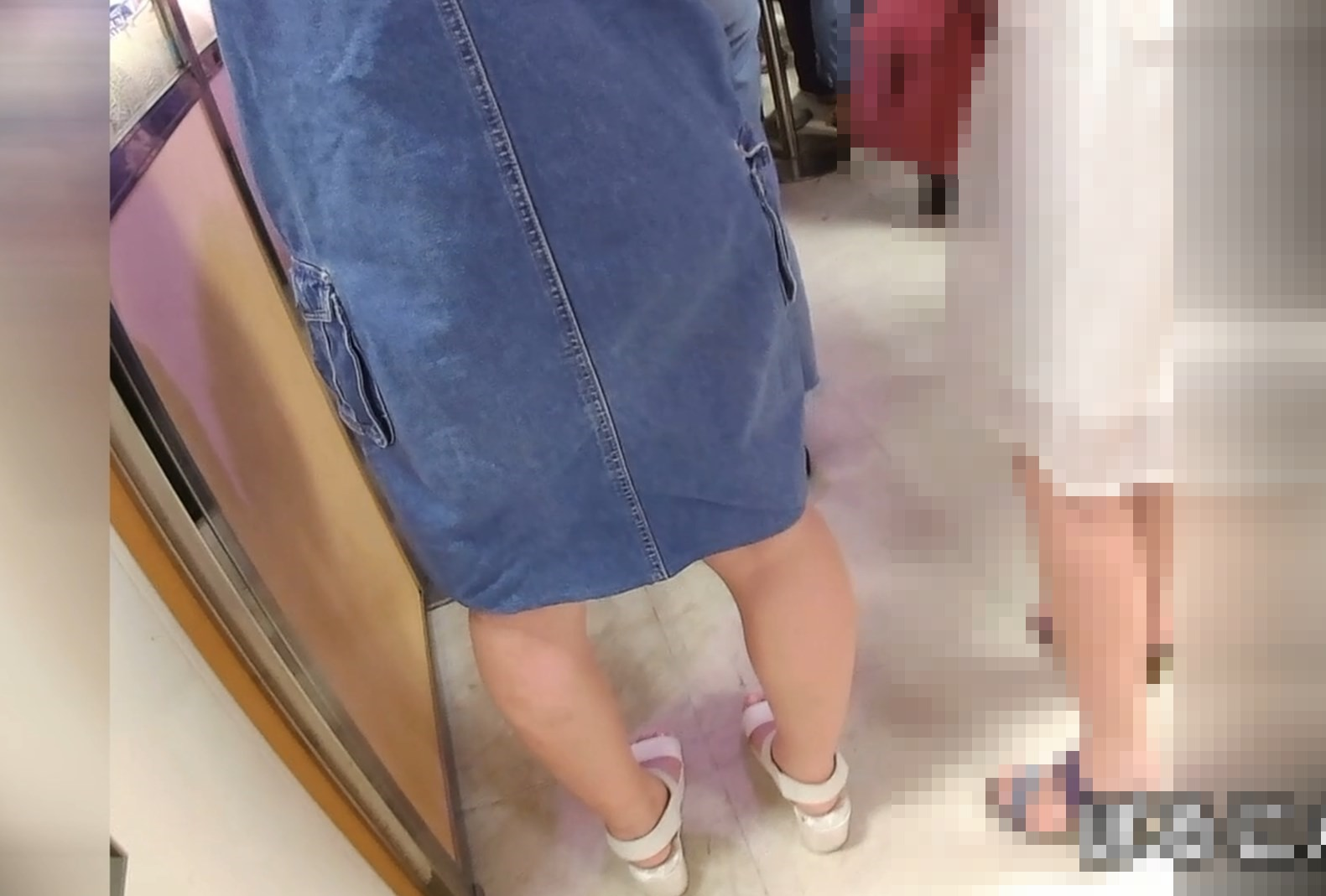 デニムなスカートのお嬢さんたちの白パンツを拝見(No.32)画像つき詳細レビュー