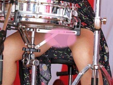 Pcolle【オリジナル撮影193枚】ドラムの女の子が足開きすぎで丸見え JK風 美少女ガールズバンド写真集01